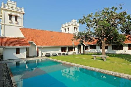 6 Bedroom Colonial Style Villa - Kalpitiya