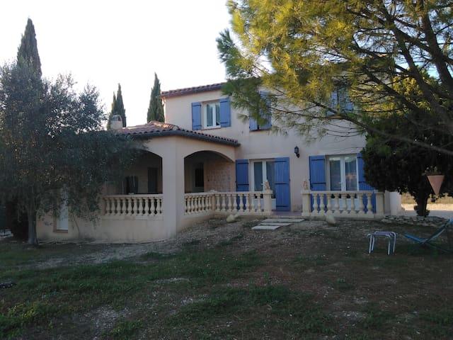 Chambre proche d'Avignon - Saint-Geniès-de-Comolas - Villa