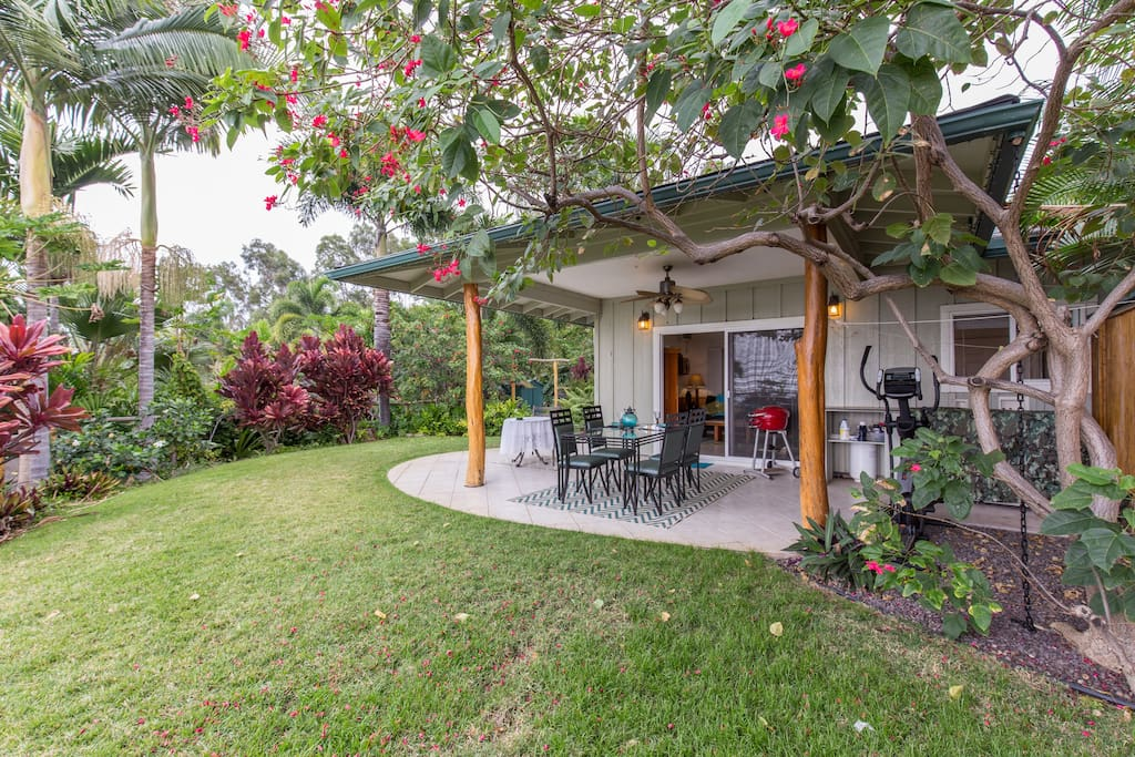 Country cottage cottages for rent in kailua kona hawaii for Country cottage kennel