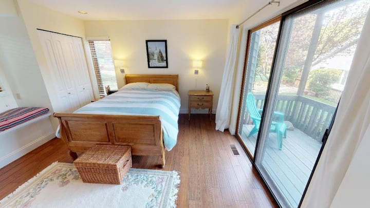 Spring Lake Condo-2 bed/2 bath - POOL, fireplace