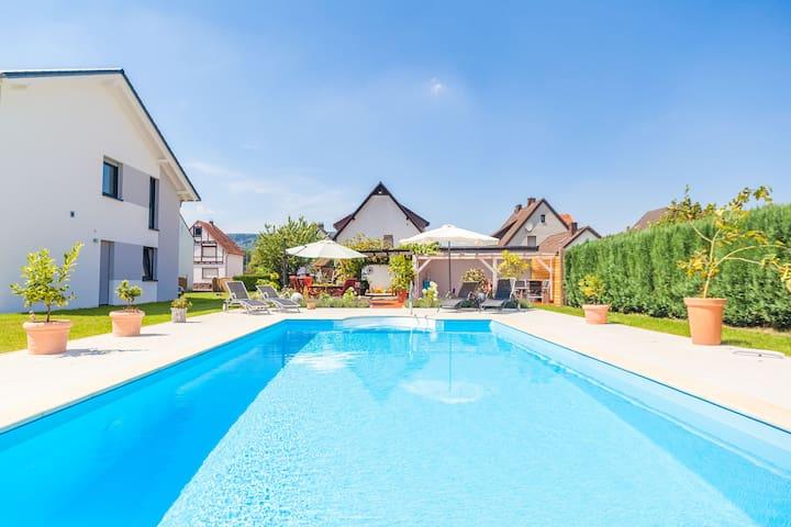 Ferienwohnung mit Pool nahe Höxter - Boffzen - House