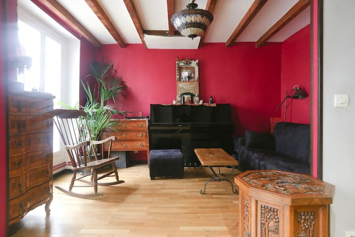 quiet whole flat in Montmartre