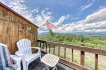 Beautiful & inviting condo w/private deck, incredible forest views & fireplace!