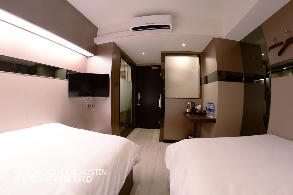 Spacious room, 1 bathroom and 1 toilet separated, 2 cozy double beds.