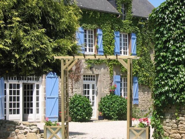 2 Bed Cottage + Pool (Nr Dinan) - Plumaudan - Huis