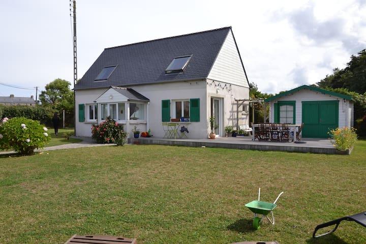 Jolie maison bretonne  à Lanildut - Lanildut - House