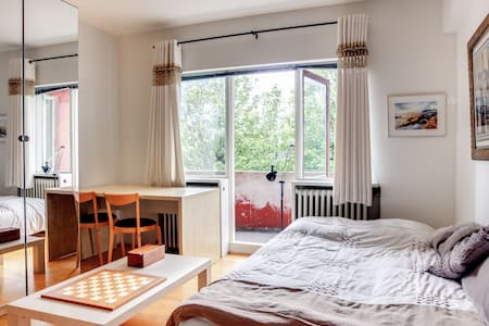 Bedroom for 2 downtown +use of ap  - Reykjavik