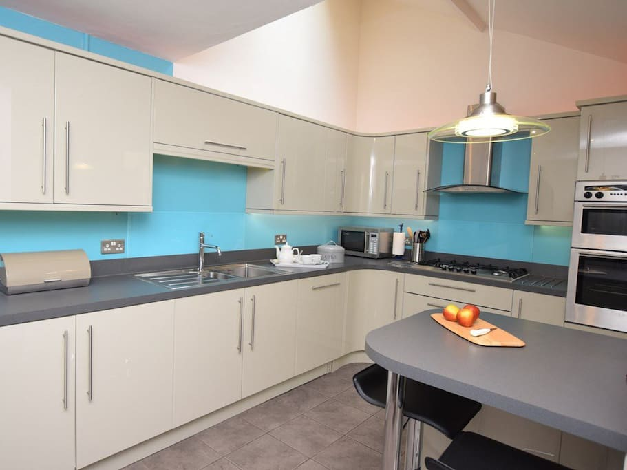 Extensive well equipped kitchen- dishwasher, American style fridge freezer, electric oven, gas hob, breakfast bar, washing machine