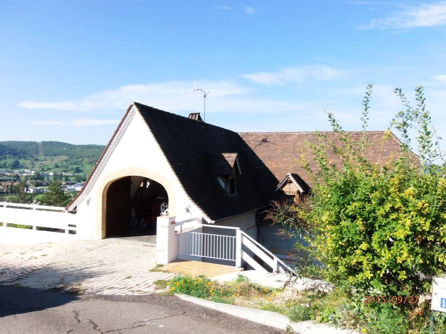 Saint laurent les tours un ch teau une location for Location garage tours