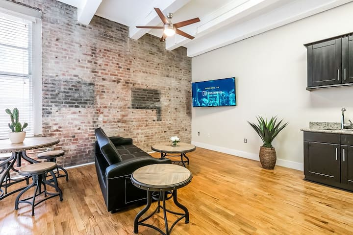 Gorgeous 1bd condo steps from French Quarter