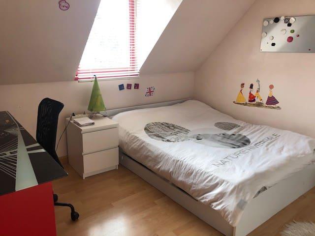 Chambre dans maison atypique Quartier résidentiel
