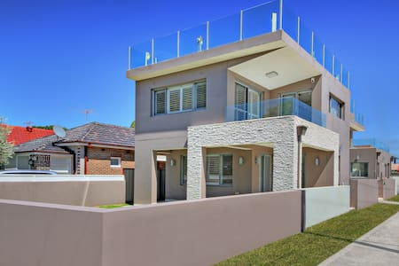 The CRAWFORD PLACE - SYDNEY BEACH Sleeps 10 Modern - Brighton-Le-Sands - Villa