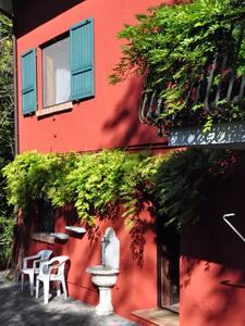 Room type: Entire home/apt Property type: Villa Accommodates: 8 Bedrooms: 4 Bathrooms: 2.5