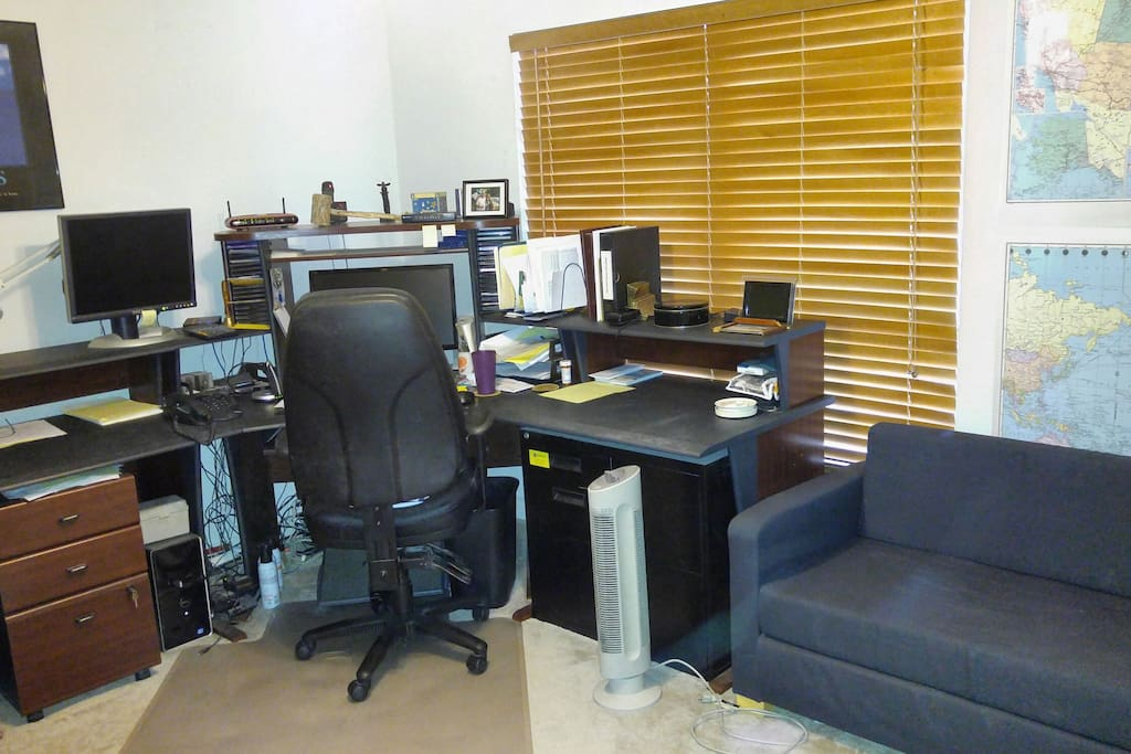 2nd Room/Office with Futon-PC available for guest use