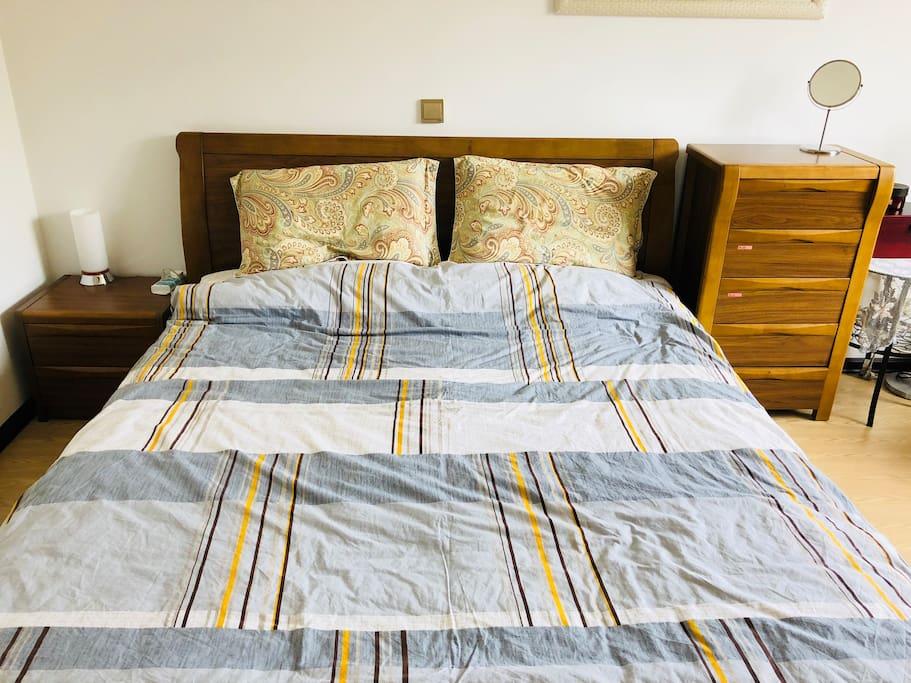 1.8*2m双人大床哦~King size bed