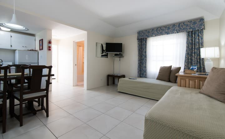 Clairfont Guest Apartments (Apt. 5) Near Beaches