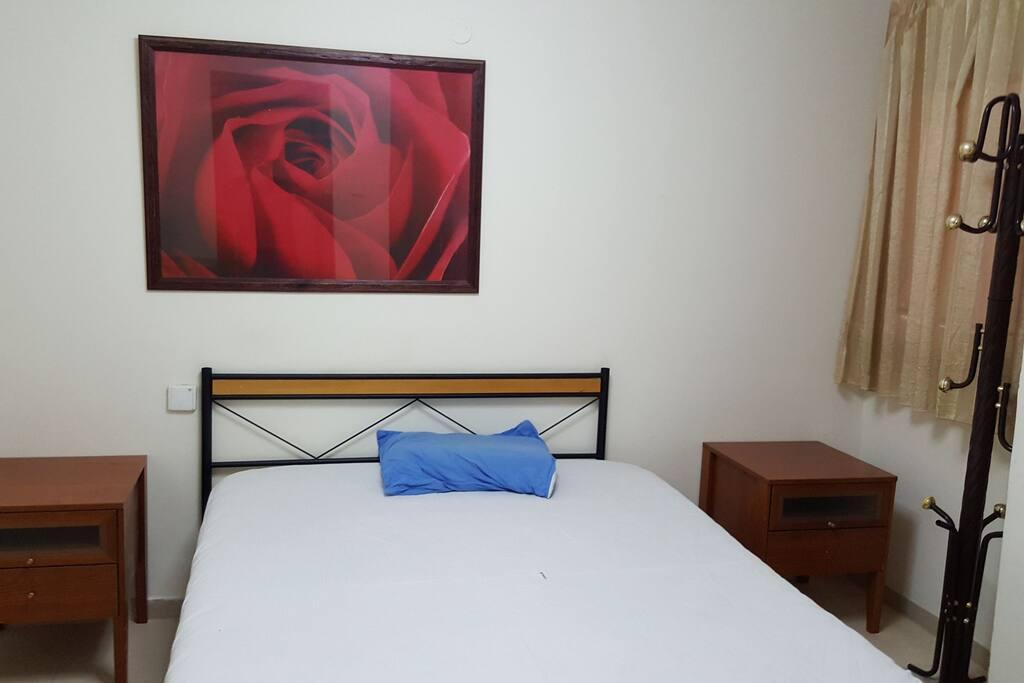 bedroom with big cobured