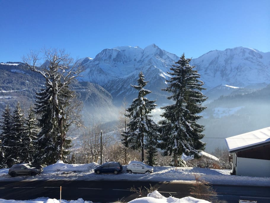 vue splendide sur le mont-blanc depuis le balcon