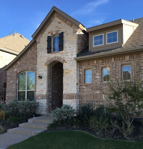 House (New, just North of Stadiums and 6 Flags) - Euless - Ház