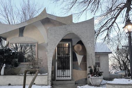 Jetson's cottage- Concordia, Macalester, Allianz