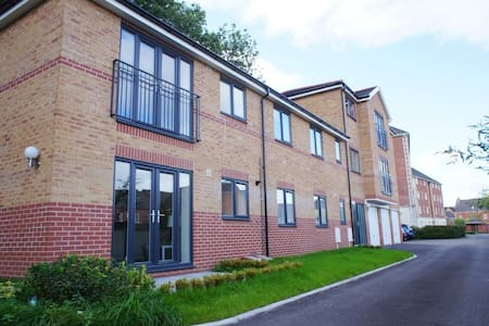 Entire Home - Luxurious 2BD Apartment, Cardiff - Radyr - Wohnung