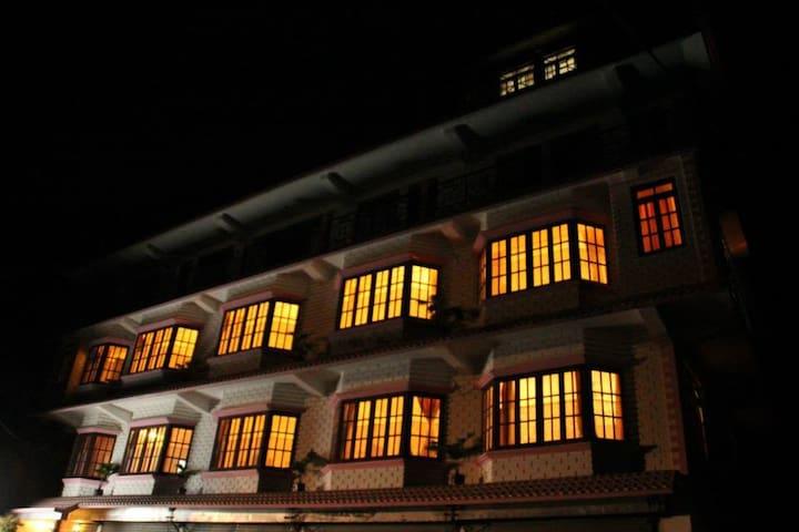 Room at The Pink Door - Kalimpong - Bed & Breakfast