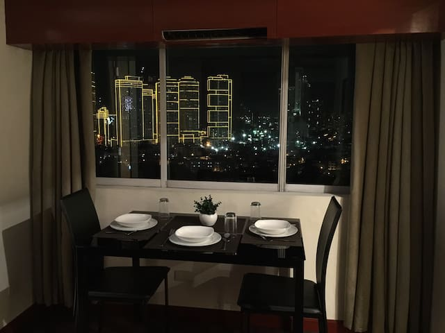 Junior Suite in the City Center - EDSA Makati City - Makati - Condominium