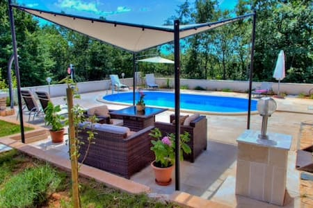 Villa Lucia with swimming pool - Vodnjan