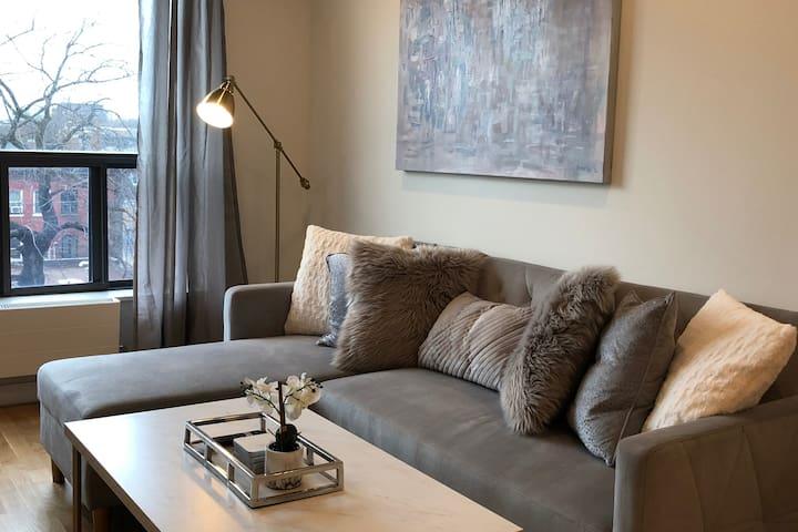 Trendy Queen West 1BR Apartment Toronto