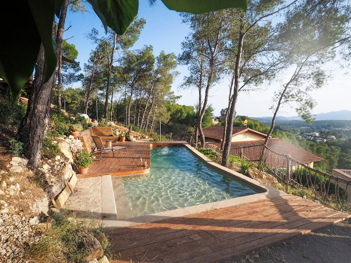 Nice pool and amazing views close to Sitges