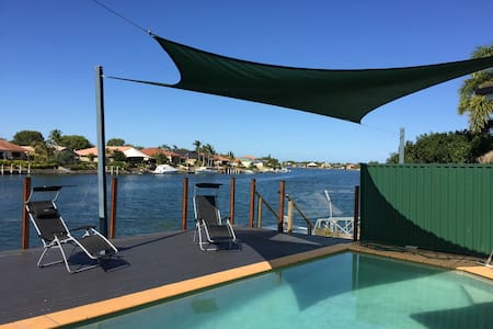 2 Bedroom mini house/Wifi,Foxtel - Helensvale