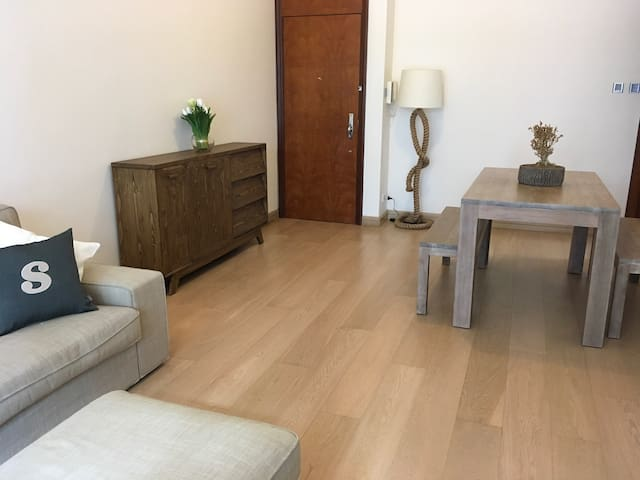 2BR LUXURY APARTMENT - Mid levels - Flat
