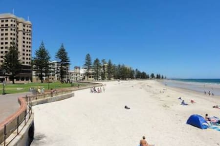 Beach Ambience Apartment - Glenelg South