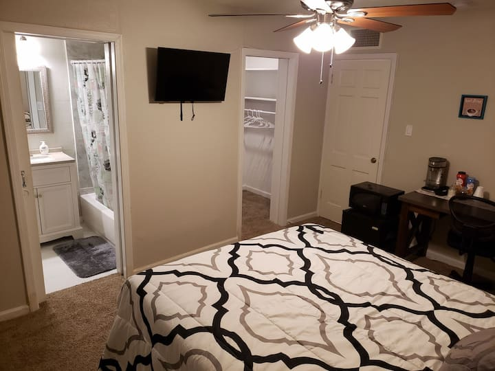 Melrose Queen  Bed Master Bedroom #2 Private Bath