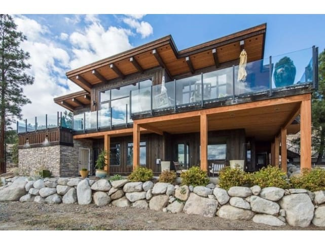 Luxurious timber frame Nicola Lake B.C.