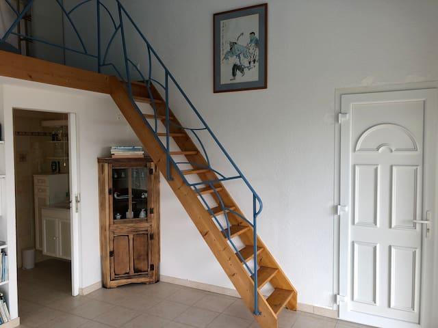 Treppe zum oberen Schlafbereich