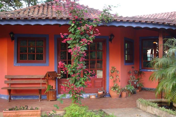 Jardim da D Helena(Camanducaia) 6 pessoas 2quartos