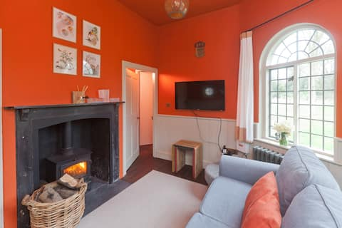 Cosy Country Hideaway- West Pepperpot Lodge