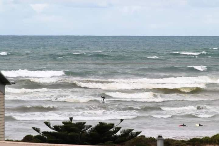 "Middleton SA ""SeaWatch"" 2 STOREY AMAZING SEA VIEWS"
