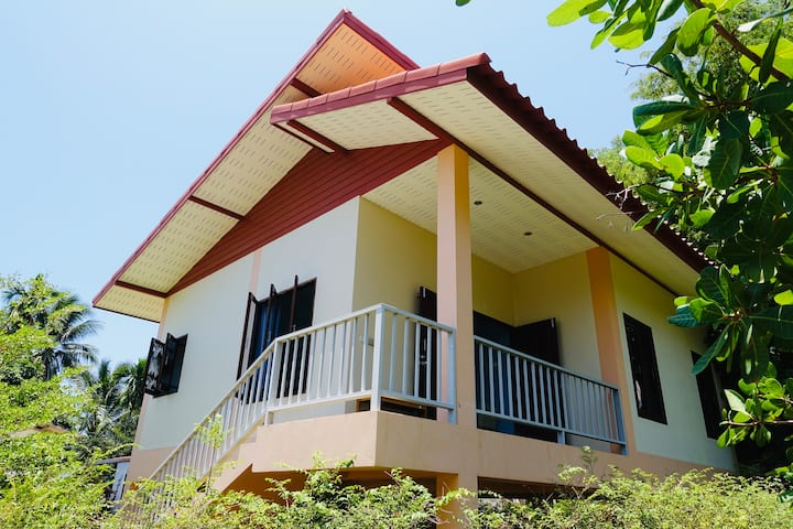 Windfall : 1 br A/C house 10mins city & beach