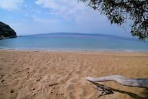 """Camilla's"" beach 15 minutes hike away"