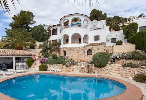 Apartment 17B Villa Jasmin with superb sea views
