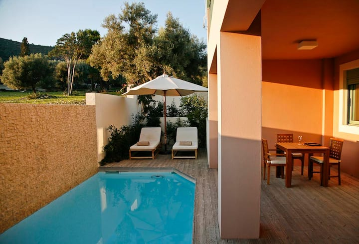 Ionian Nest 2 Bed Luxury Apt with Private Pool -