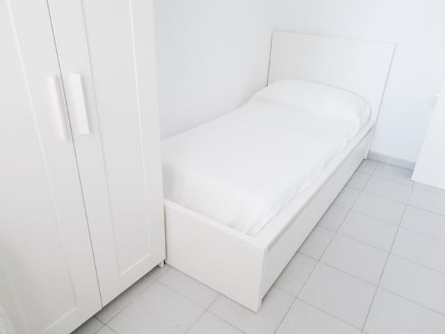 Small single bedroom, ideal for kids