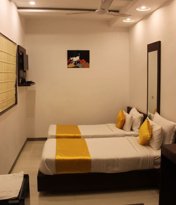 Deluxe AC Single Or Twin Room