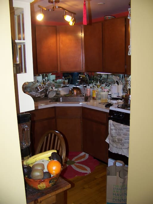 Full-use kitchen with all necessary amenities.