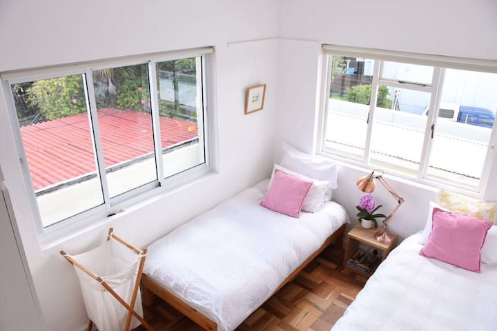 Sunny Apartment, Mountain views, easy Beach access - 開普敦 - 公寓