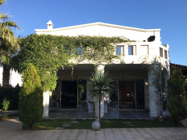 Villa in a classic style Anavyssos - Anavyssos - Huis