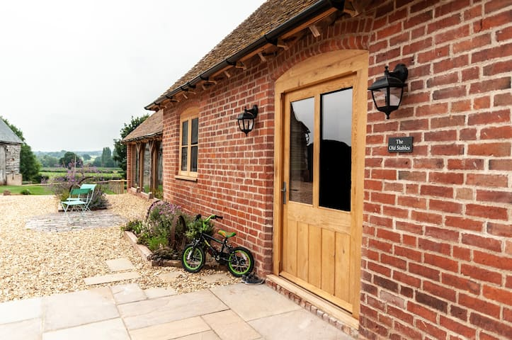 The Old Stables. Luxurious Barn. Peaceful setting.