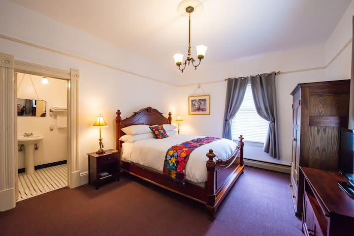 large king bed room #8
